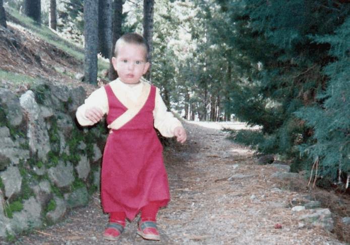 Osel paseando en Dharamsala, India. Abril 1.987