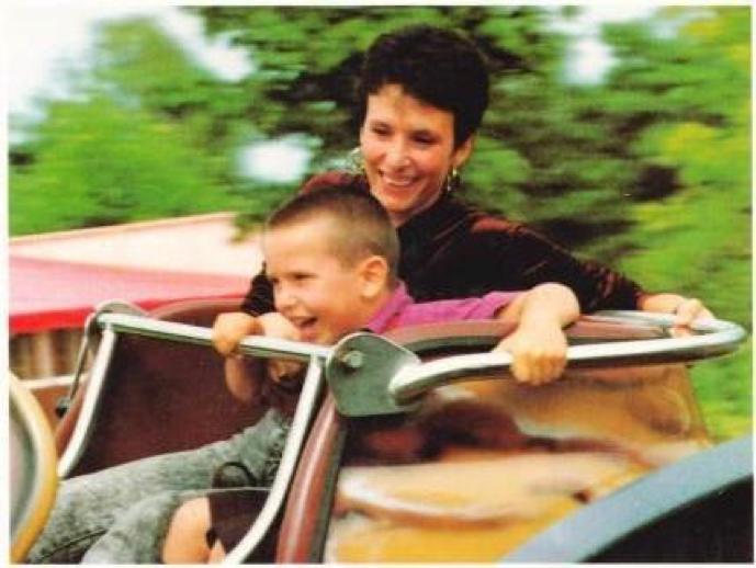 Osel y su madre Maria Torres